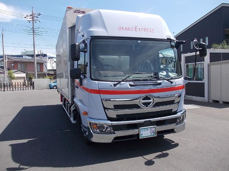 中型トラック